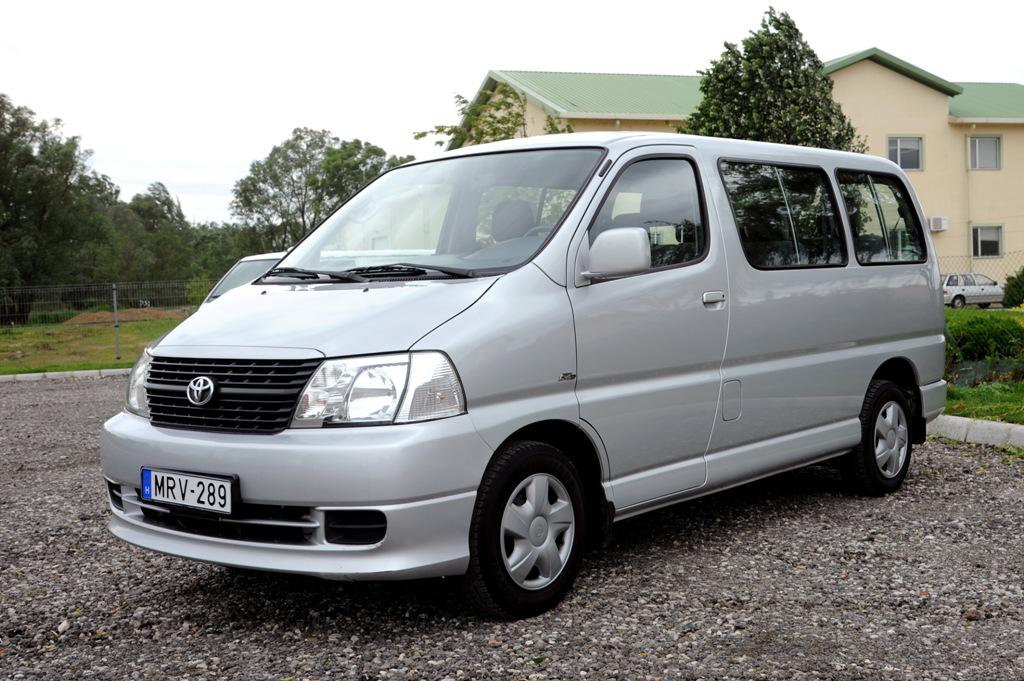 Toyota Hiace 8-személyes
